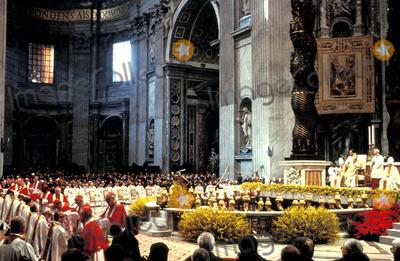 John Paul Photo - Mass in St Peters with Pope John Paul Ii Photo M Bastone  Globe Photos Inc 1993