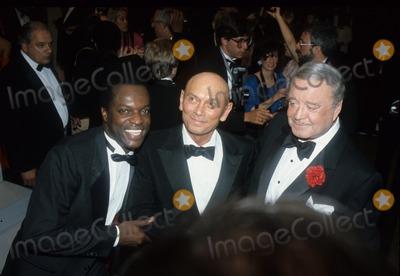 Yul Brynner Photo - Yul Brynner with Jackie Gleason 1985 F1075 Photo by John Barrett-Globe Photos Inc