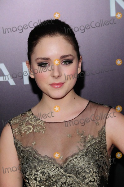 Madison Davenport Photo - Noah Premiere Ziegfeld Theater NY 3-26-2014 Photo by - Ken Babolcsay IpolGlobe Photo Madison Davenport