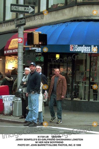 Jerry Seinfeld Photo - 13nov99 Jerry Seinfelds Ex-girlfriend Shoshanna Lonstein W Her New Boyfriend Photo by John BarrettGlobe Photos Inc
