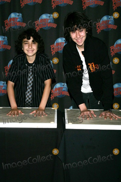 Naked Brothers Photo - Alex Wolff (L) and Nat Wolff (Naked Brothers Band) Promote Their Nickelodeon Series and Summer Tour with a Handprint Ceremony at Planet Hollywood in Times Square in New York on June 4 2009 Photo by Terry GatanisGlobe Photos Inc
