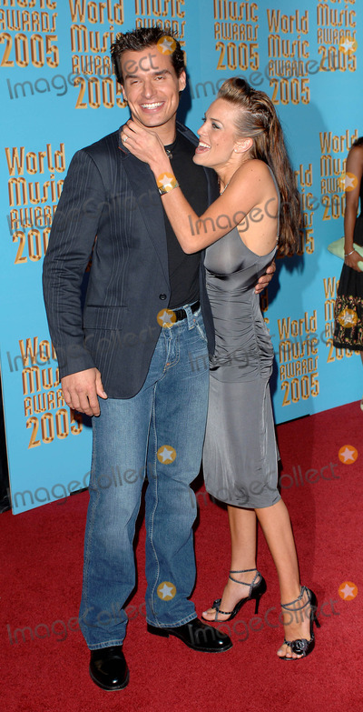 Antonio Sabato Jr Photo - World Music Awards 2005  Arrivals at the Kodak Theater in Hollywood CA 08-31-2005 Photo by Fitzroy Barrett  Globe Photos Inc 2005 Antonio Sabato Jr and Date