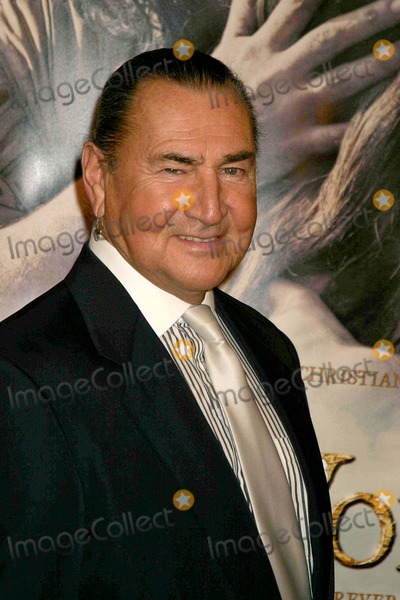 August Schellenberg Photo - the New World Los Angeles Premiere Presented by New Line Cinema Academy of Motion Picture Arts and Sciences Beverly Hills CA 12-15-2005 Photo Clintonhwallace-photomundo-Globe Photos Inc August Schellenberg
