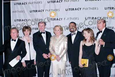Arnold Scaasi Photo - K30900AMO18TH ANNUAL LITERACY PARTNERS GALA AN EVENING OF READING HONORING VERIZON AT LINCOLN CENTER NEW YORK CITY 05052003PHOTO ANTHONY MOORE GLOBE PHOTOS INC  2003ARNOLD SCAASI MARY BETH BARDIN LAVENUS ROSS PARKER LADD  LIZ SMITH SUSAN ORLEAN E LYNN HARRIS AND BILL COLLINS