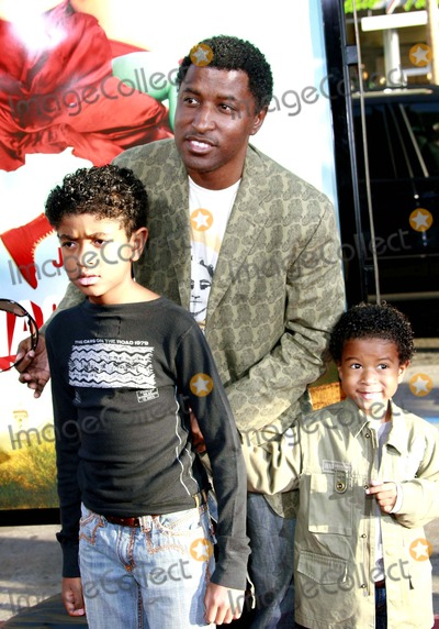 Kenny Edmonds Photo - Kenny Edmonds and His Sons - Nacho Libre - World Premiere - Graumans Chinese Theater Hollywood California - 06-12-2006 - Photo by Nina PrommerGlobe Photos Inc 2006