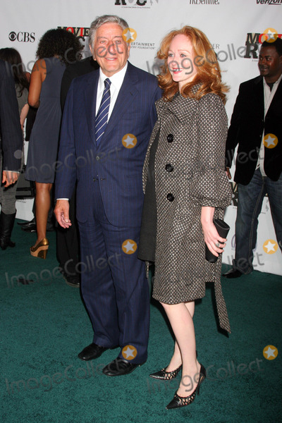 Antonia Bennett Photo - Movies Rock a Celebration of Music in Film Kodak Theatre Hollywood CA 120207 Tony Bennett and Daughter Antonia Bennett Photo Clinton H Wallace-photomundo-Globe Photos Inc
