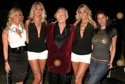 Amy Lee Photo - I13826CHWPLAYBOYS HAUNTED MANSION HALLOWEEN PARTY PREVIEWPLAYBOY MANSION  HOLMBLY HILLS CA  102408HUGH HEFNER  AND HIS NEW GIRLFRIENDS - AMY LEE ANDREWS KRISTINA SHANNON HUGH HEFNER KARISSA SHANNON AND CRYSTAL MCCAHILL PHOTO CLINTON H WALLACE-PHOTOMUNDO-GLOBE PHOTOS INC