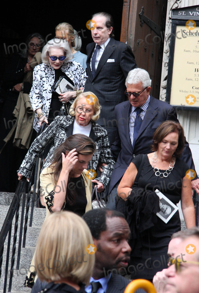 Dominick Dunne Photo - Funeral For Dominick Dunne at the Church of Saint Vincent Ferrer Newyork City 09-10-2009 Photo by William Regan- Globe Photos Inc 2009 Liz Smith