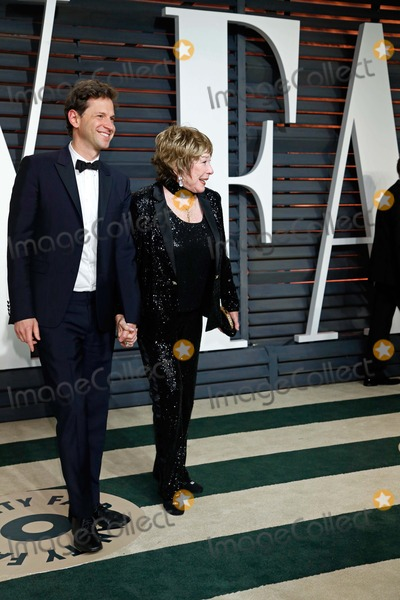 Shirley Maclaine Photo - Bennett Miller Shirley Maclaine Vanity Fair Oscar Party 2015 Beverly Hills CA February 22 2015 Roger Harvey