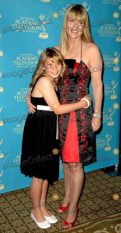 Bindi Irwin Photo - Bindi Irwin Terri Irwin attends the 36th Annual Daytime Creative Arts Emmy Awards Held at the Westin Bonaventure Hotel in Los Angeles California on August 29 2009 Photo by David Longendyke-Globe Photos Inc 2009