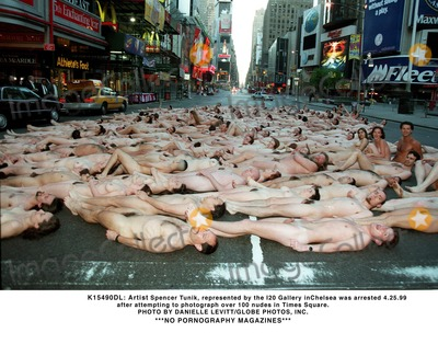 Spencer Tunick Photo - 042599 Artist Spencer Tunik Represented by the 120 Gallary in Chelsea Was Arrested After Attempting to Photograph Over 100 Nudes in Times Square Photo by Danielle LevittGlobe Photos Inc 1999 No Pornography Magazines