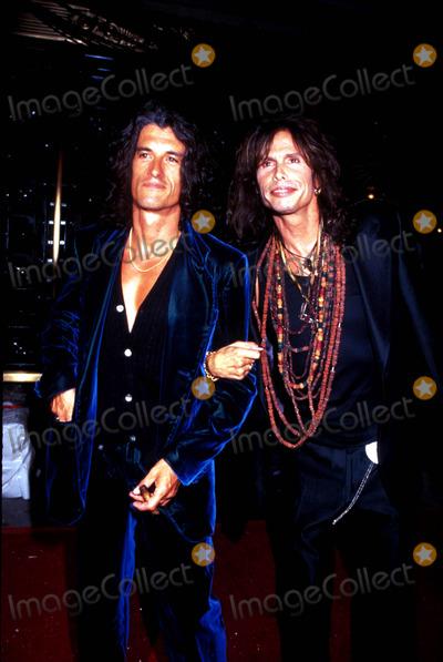 Aerosmith Photo - Mtv Music Video Awards Joe Perry and Steven Tyler (Aerosmith) Photo Kelly Jordan  Globe Photos Inc