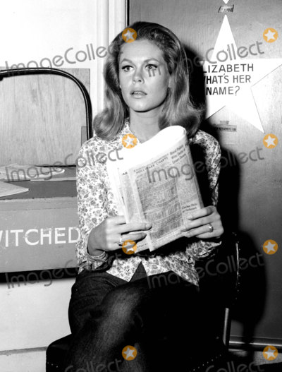 Elizabeth Montgomery Photo - Elizabeth Montgomery on the Set of Bewitched Photo Supplied by Smp-Globe Photos