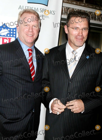 Howie Long Photo - Kickoff For a Cure 2 Benefit For Children with Autism at Waldorf-astoria Hotel Date 03-14-07 Photos by John Barrett-Globe Photosinc Boomer Howie Long