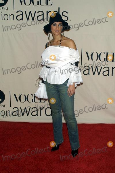 Alicia Keys Photo - 2001 Vh1 Vogue Fashion Awards Hammerstein Ballroom NYC 101901 Photo by John BarrettGlobe Photos Inc 2001 Alicia Keys