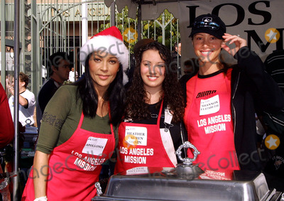 Heather Lauren Olson Photo - Apollonia Kotero Heather Lauren Olson Shannon Elizabeth Los Angeles Mission Christmas Dinner Downtown Los Angeles CA December 22 2001 Photo by Nina PrommerGlobe Photos Inc2001 K23716np (D)