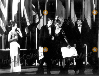 Anthony Perkins Photo - Sophia Loren and Anthony Perkins Cannes Film Festival Photo Pix Plantete  Globe Photos Inc