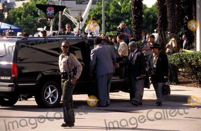 Andrew Taylor Photo - Ojsimpsontrialretro 11221996 O J Leaving Court House Santa Monica  CA Photo by Andrew TayloripolGlobe Photosinc Civil Trial