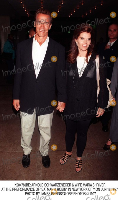 ARNOLD SCHWARZENEGER Photo -  Arnold Schwarzeneger  Wife Maria Shriver at the Preformance of Batman  Robin in New York City on Jun 18 1997 Photo by James BevinsGlobe Photos