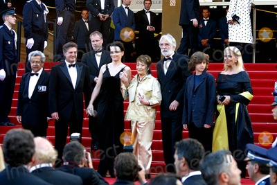 Annie Girardot Photo - Cannes Film Festival 2005 Cast of Cache Micheal Haneke Annie Girardot Juliette Binoche Daniel Auteuil Photo Fred Santos  Omedias  Globe Photos Inc 2005