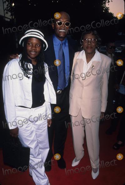 Samuel Jackson Photo - Samuel Jackson with Daughter Zoe and Mother Elizabeth Jackson 187 Premiere in Los Angeles  Ca 1997 K9428fb Photo by Fitzroy Barrett-Globe Photos Inc