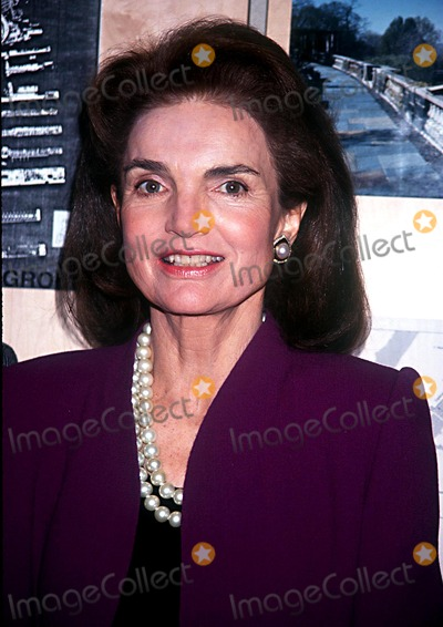 Jackie Onassis Photo - 1493-new York Jackie Onassis Bill Moyer Book Part Healing the Mind Credit Stephen Trupp Globe Photos