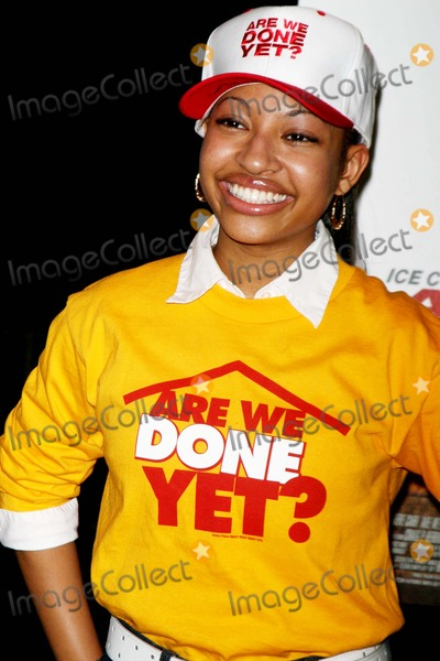 Aleisha Allen Photo - Cast of Are We Done Yet Visits the Apollo Theater 125st Date 04-03-07 Photos by John Barrett-Globe Photosinc Aleisha Allen
