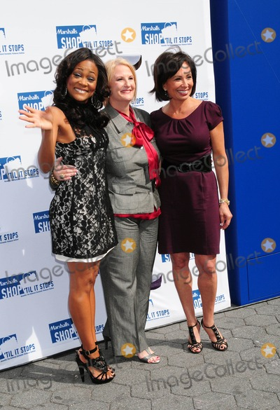 JEANINE PIRRO Photo - Robin Givens with Sheryl Cates and Judge Jeanine Pirro Promoting Domestic Violence Awareness Month at Union Square in New York City on 10-08-2009 Photo by Ken Babolcsay-ipol-Globe Photos Inc
