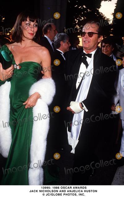 Anjelica Huston Photo -  1986 Oscar Awards Jack Nicholson and Anjelica Huston JcGlobe Photo Inc