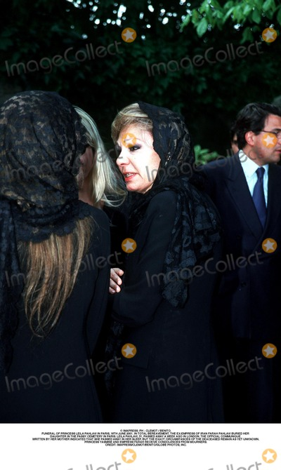 As Yet Photo - IMAPRESS PH  CLEMOT  BENITOFUNERAL OF PRINCESS LEILA PAHLAVI IN PARIS 16TH JUNE 2001 IN TOTAL BEREAVEMENT THE EX-EMPRESS OF IRAN FARAH PAHLAVI BURIED HER DAUGHTER IN THE PASSY CEMETERY IN PARIS LEILA PAHLAVI 31 PASSED AWAY A WEEK AGO IN LONDON THE OFFICIAL COMMUNIQUE WRITTEN BY HER MOTHER INDICATED THAT SHE PASSED AWAY IN HER SLEEP BUT THE EXACT CIRCUMSTANCES OF THE DEACEASED REMAIN AS YET UNKNOWNPRINCESS YASMINE AND EMPRESS FARAH RECEIVE CONDOLENCES FROM MOURNERSCREDIT IMAPRESSCLEMOTBENITOGLOBE PHOTOS INC