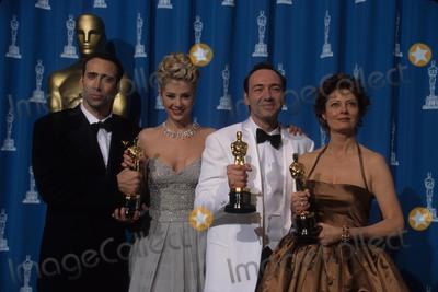 Nicolas Cage Photo - Kevin Spacey with Nicolas Cage  Mira Sorvino and Susan Sarandon 1996 at 68th Annual Academy Awards K4317lr Photo by Lisa Rose-Globe Photos Inc
