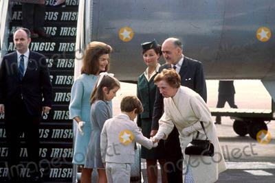 Jacqueline Kennedy Onassis Photo - Jacqueline Kennedy Onassis and Children Photo by Globe Photos Inc Jacquelinekennedyonassisretro