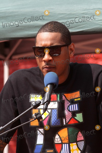 Carmelo Anthony Photo - New York Knicks Player Carmelo Anthony and New York Housing Authority Unveil Newly Refurbished Basketball Court at Red Hook East Houses Bruce Cotler
