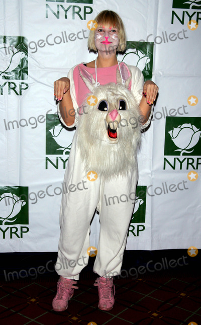 Sia Furler Photo - Sia Furler Arrives For the Hulaween Gala at the Waldorf Astoria in New York on October 30 2009 Photo by Sharon NeetlesGlobe Photos Inc