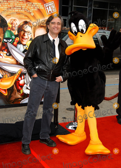 Joe Dante Photo - Looney Tunes Back in Action World Premiere at Graumans Chinese Theatre Hollywood CA 1192003 Photo by Fitzroy BarrettGlobe Photos Inc2003 Director Joe Dante and Daffy Duck