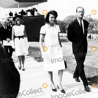 President Kennedy Photo - Jacqueline Kennedy and the Duke of Edinburg Prince Phillip at the President Kennedy Memorial at Runnymede in England 5141965 Globe Photos Inc Jacquelinekennedyonassis