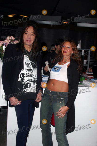 Ace Frehley Photo - Anand Jon Fall 2003 Collection Bryant Park New York City 02122003 Photo by John BarrettGlobe Photos Inc 2003 Ace Frehley and Daughter