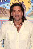 Troyzan Robertson Photo 5