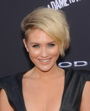 Nicky Whelan Photo 5
