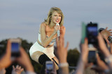 Taylor Swift Photos - Photo by KGC-138starmaxinccomSTAR MAX2015ALL RIGHTS RESERVEDTelephoneFax (212) 995-119662715Taylor Swift performs at Barclaycard British Summer Time in London(England)